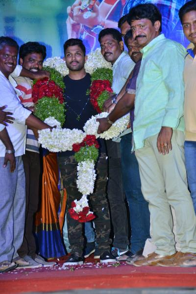 http://www.andhravilas.net/media/Gallery/-Naa-Peru-Surya-Movie-Audio-Launch-Photos--1264882/thumb/7522.jpg