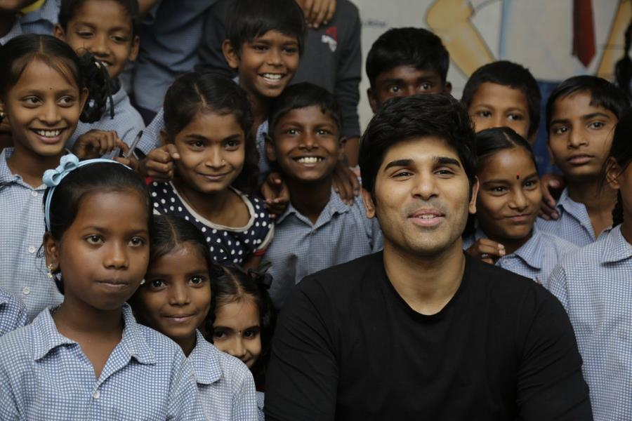 http://www.andhravilas.net/media/Gallery/Allu-Sirish-Teaches-English-To-Kids-Supported-Under-Pega-Teach-For-Change-Initiative-1264604/thumb/5792.jpg