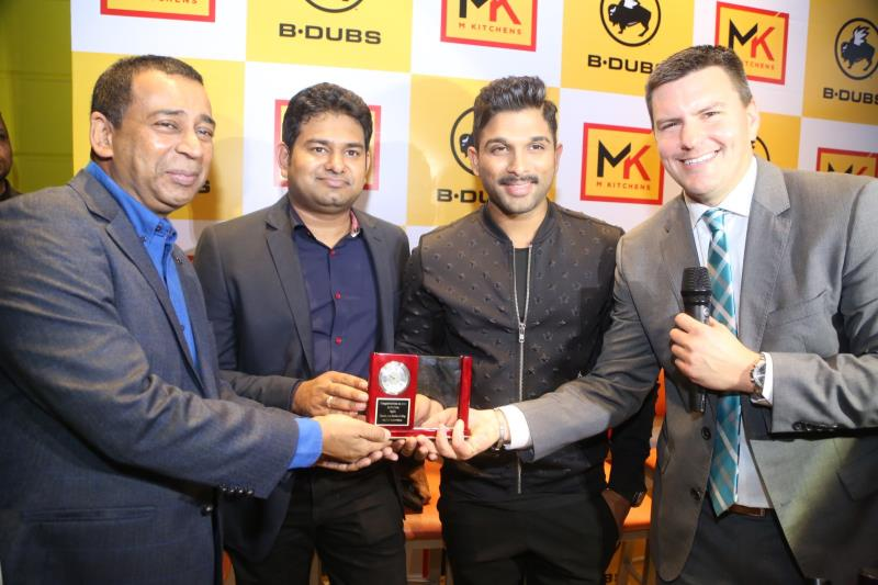 http://www.andhravilas.net/media/Gallery/Buffalo-Wild-Wings-Restaurant-Launched-By-Allu-Arjun-Pics-1263359/thumb/1571.jpg