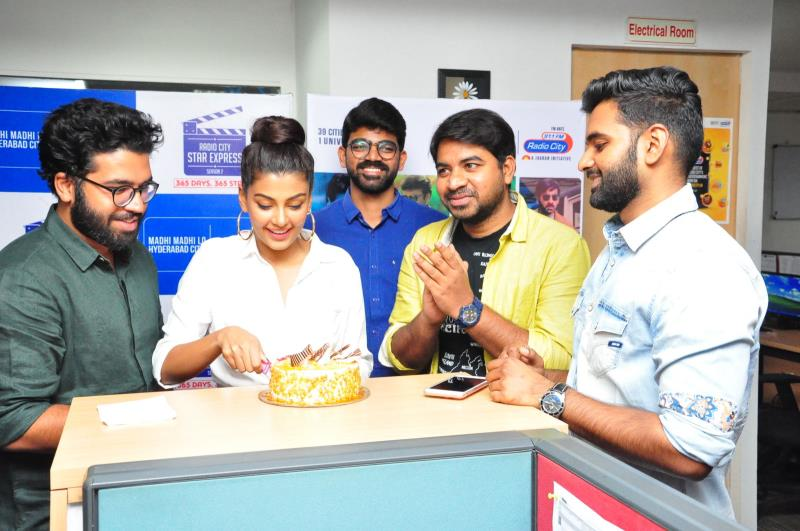 http://www.andhravilas.net/media/Gallery/Ee-Nagaraniki-Emaindi-Second-Single-Launch-At-Radio-City-1265381/thumb/1215.jpg