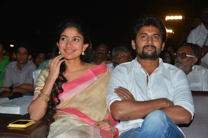 http://www.andhravilas.net/media/Gallery/MCA-Pre-Release-Event-Stills-1-1263663/thumb/3270.jpg