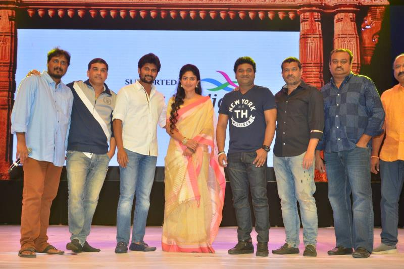 http://www.andhravilas.net/media/Gallery/MCA-Pre-Release-Event-Stills-2-1263664/thumb/8112.jpg