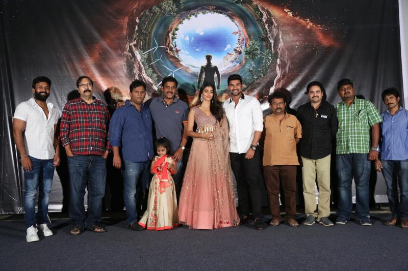 http://www.andhravilas.net/media/Gallery/Saakshyam-Motion-Poster-Launch-Pics-1263000/thumb/3670.jpg