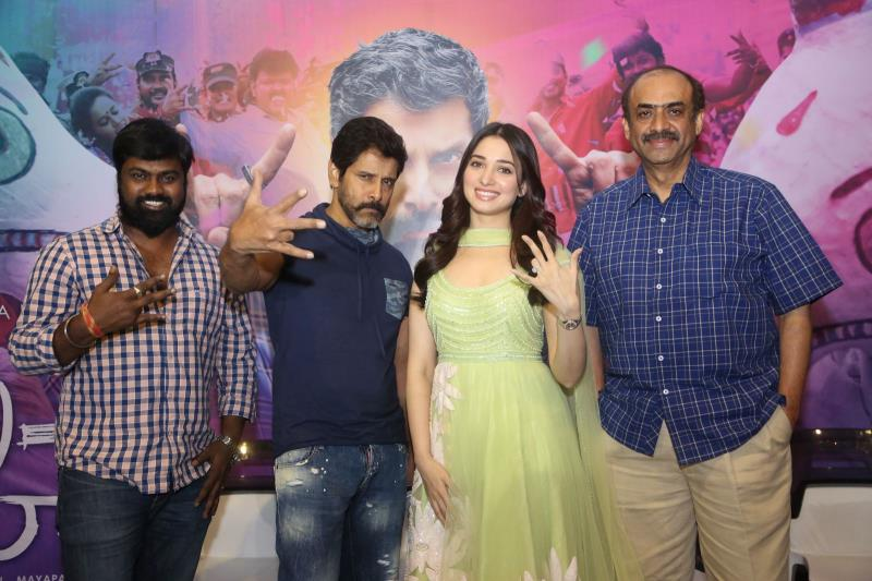 http://www.andhravilas.net/media/Gallery/Sketch-Press-Meet-Stills-1263988/thumb/2851.jpg