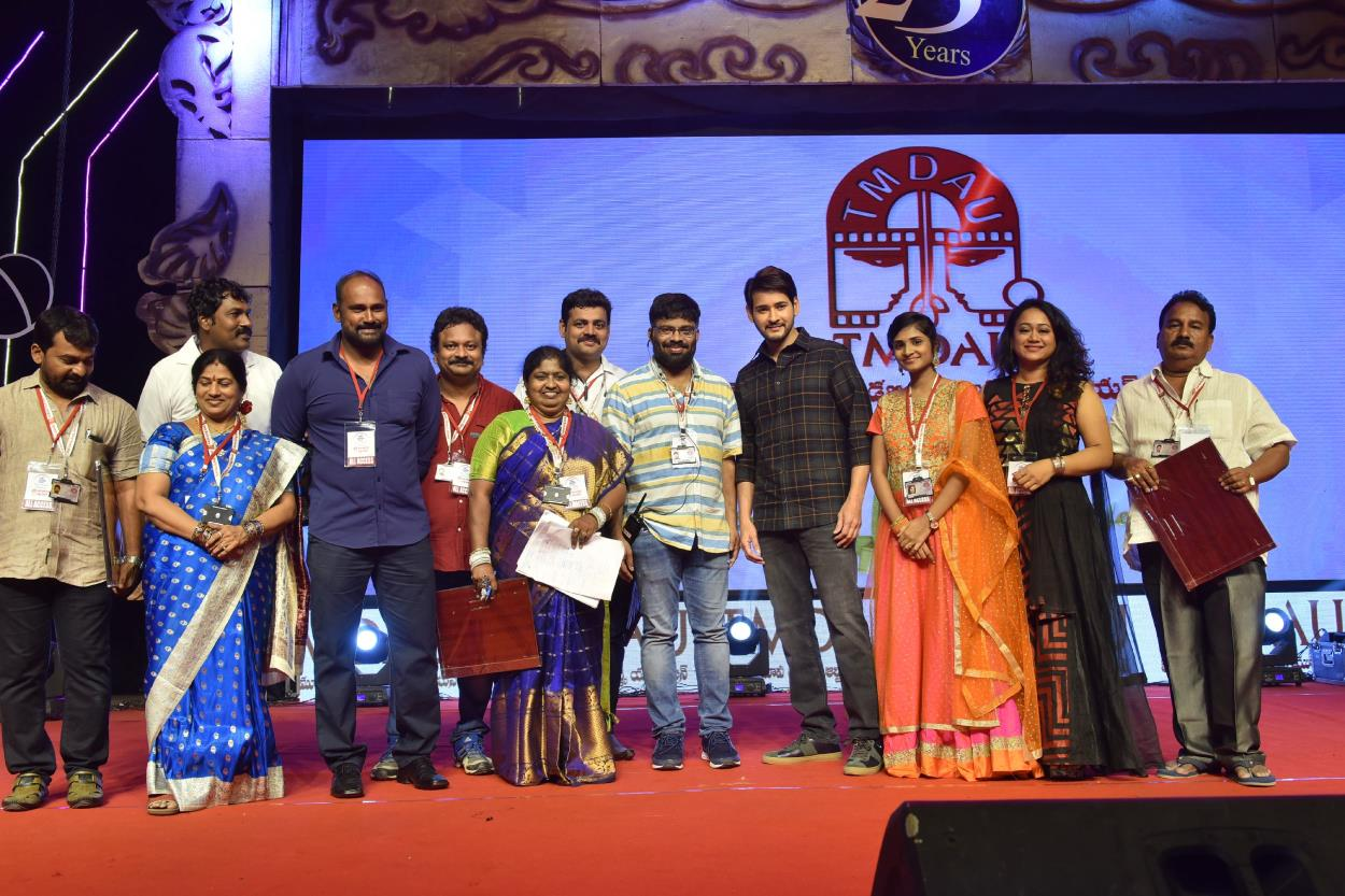 http://www.andhravilas.net/media/Gallery/Telugu-Movie-Dubbing-Artists-Union-Silver-Jubilee-Celebrations-1265352/thumb/1088.jpg