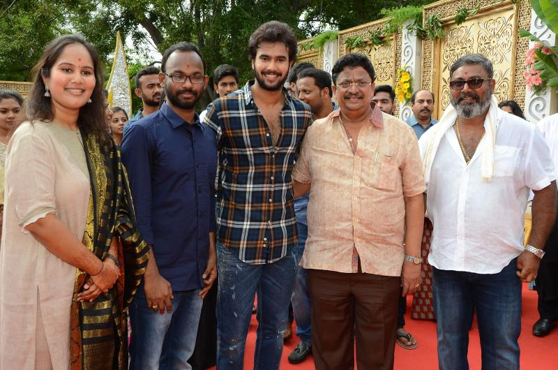 http://www.andhravilas.net/media/Gallery/VS-Creative-Works-Movie-Opening-Gallery-1262404/thumb/1893.jpg